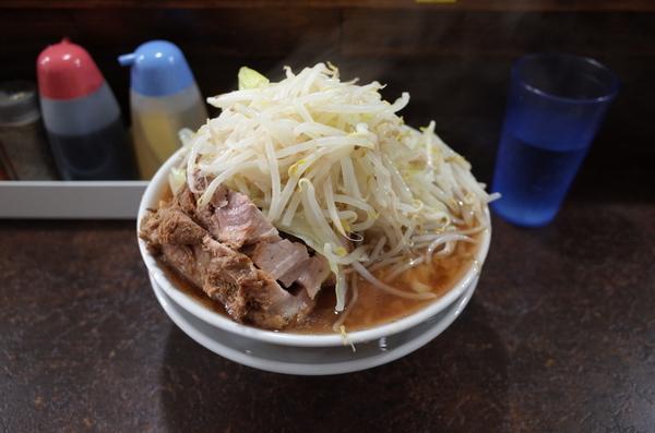 らーめん(850円)ヤサイ+豚1枚(100円)