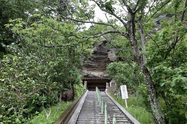 崖観音の石段