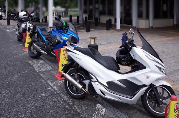 バイク三台