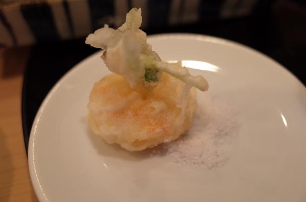 天ぷらに塩を付ける