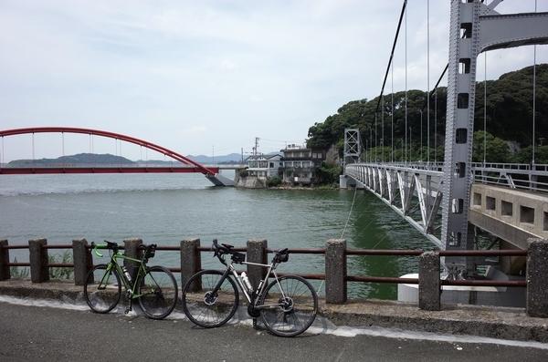 瀬戸橋と新瀬戸橋とチャリ2台