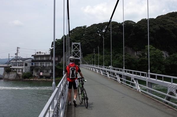 瀬戸橋を渡る