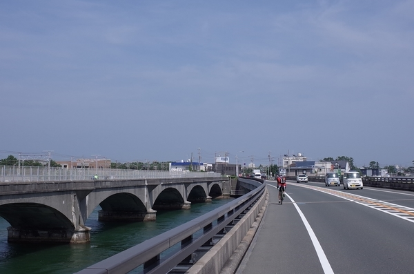 西浜名橋を渡る