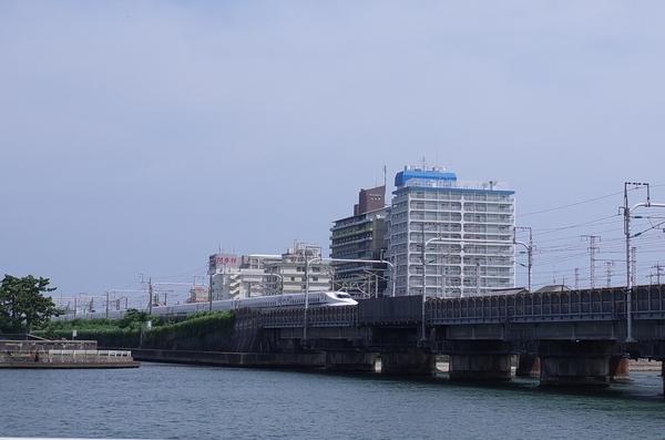 中浜名橋を渡る新幹線