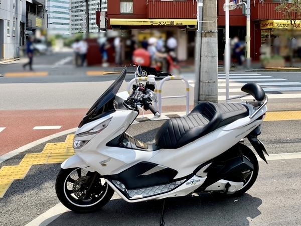 PCX150とラーメン二郎品川店