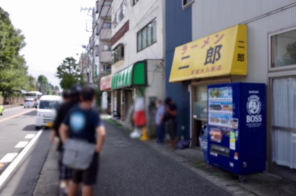 営業再開初日のラーメン二郎京成大久保店