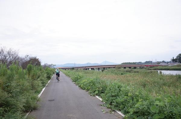 愛郷橋で恋瀬川を渡る