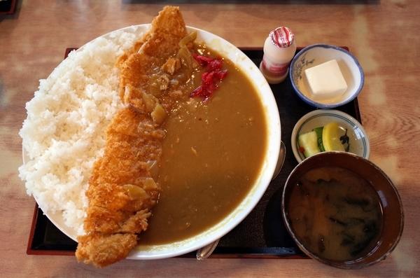 カツカレー(900円)ご飯ちょい増し