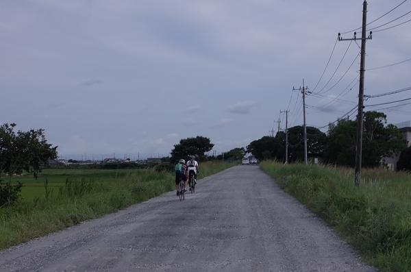 迂回路は未舗装路の砂利道