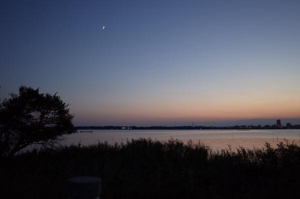 月と霞ヶ浦