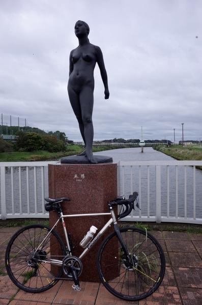 村上橋の彫刻とパナチタン