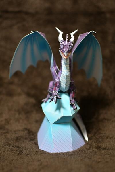 次男作ペーパークラフトのブルードラゴン3