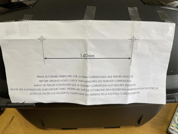 型紙を貼りつける