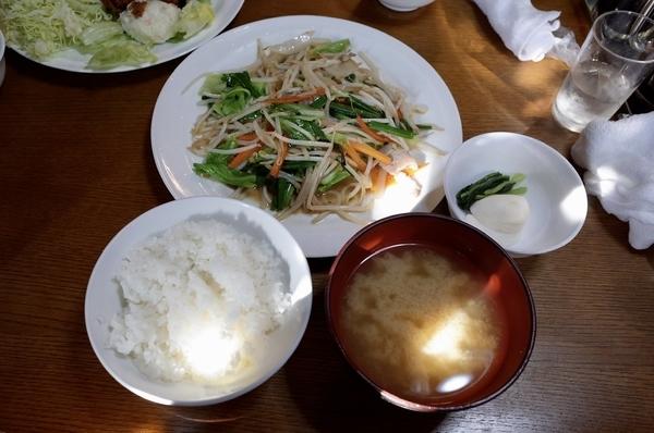 肉野菜炒め定食(880円)