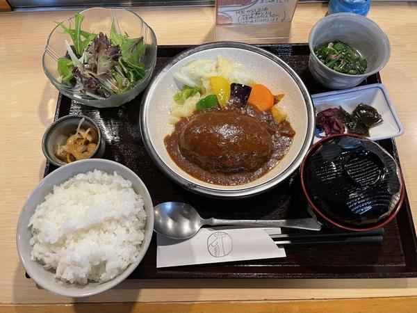 煮込みハンバーグ(968円)