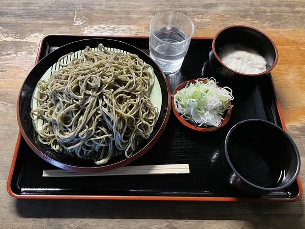 黒胡麻ダッタン蕎麦【並盛350g】(600円) +とろろ(100円)+鯖出汁変更(0円)