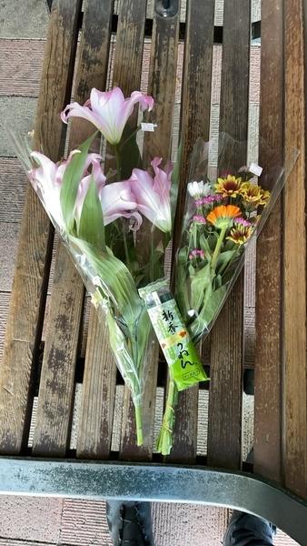 購入した花と線香