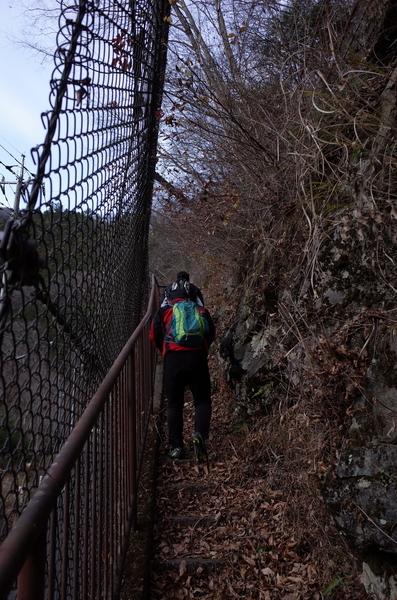 山道を登り始める