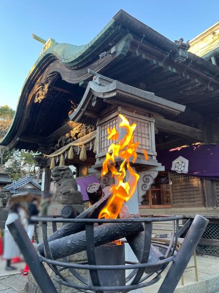 拝殿前の篝火