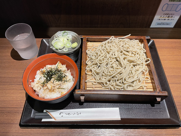 朝定食【鯖飯と蕎麦(冷)】(400円)+蕎麦大盛り(100円)