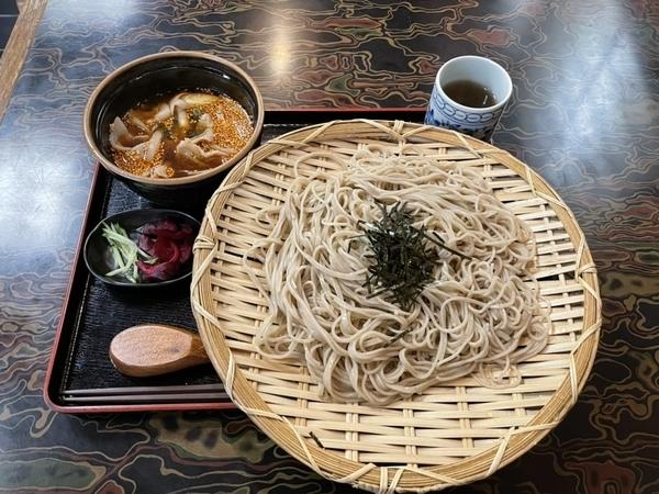 肉つけそば【ピリ辛温かつけ汁】(979円)