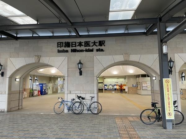 印旛日医大駅で雨宿り