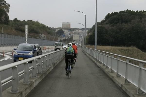国道464号を印旛日医大駅方面に進む