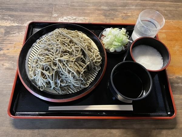 黒胡麻ダッタン蕎麦【並盛350g】(6000円)+とろろ(100円)+鯖出汁変更(0円)