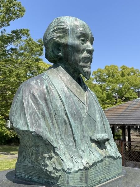 関寛斎像2