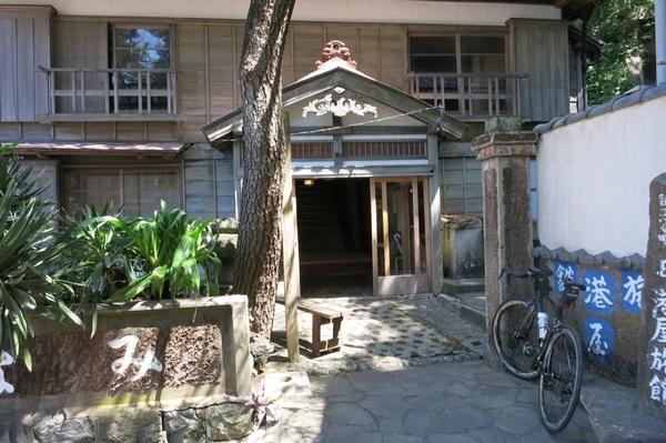 旧港屋旅館玄関