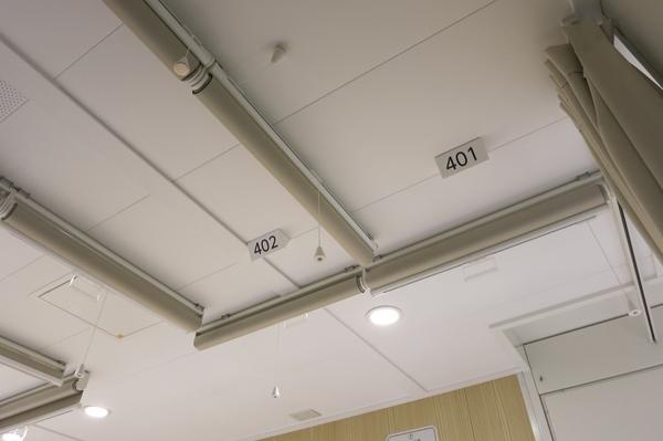 天井のロールカーテン