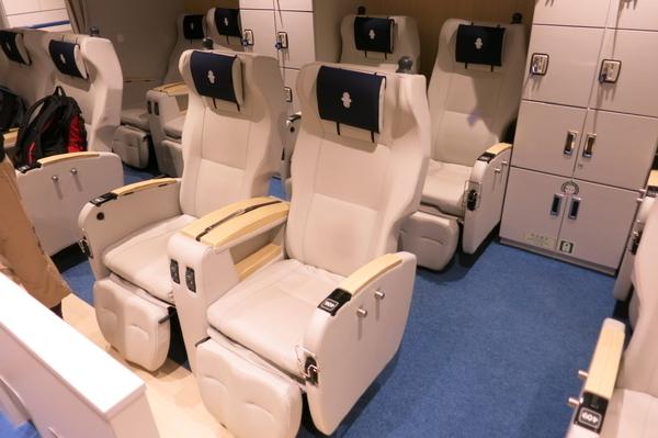 2等椅子席の座席