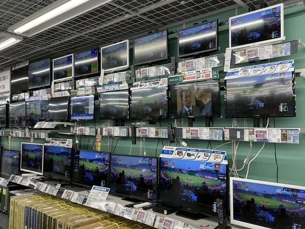 家電販売店の小さいテレビ売場