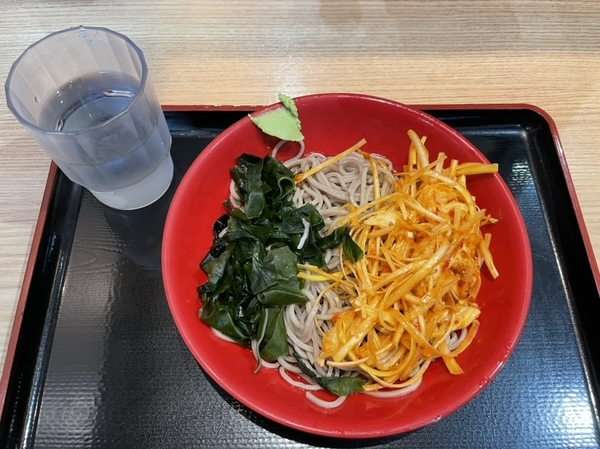 冷しピリ辛鶏ねぎそば(470円)