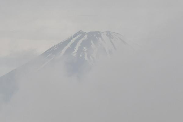 一瞬だけ微かに見えた富士山(近景)