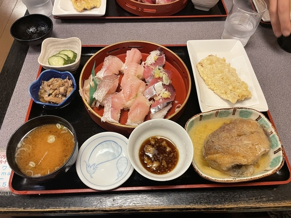 おまかせ寿司セット【寿司10カン+おかず2品】(650円)