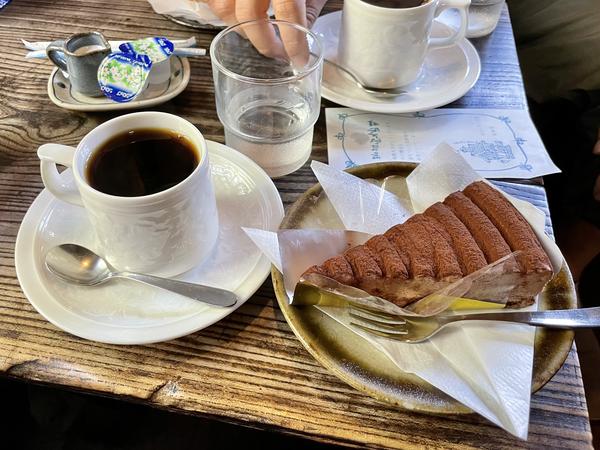 ケーキセット【ブレンドコーヒー+チョコレートケーキ】(650円)
