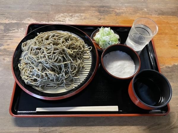 黒胡麻ダッタン蕎麦【並盛350g】(600円)+ とろろ(100円)+鯖出汁変更(0円)