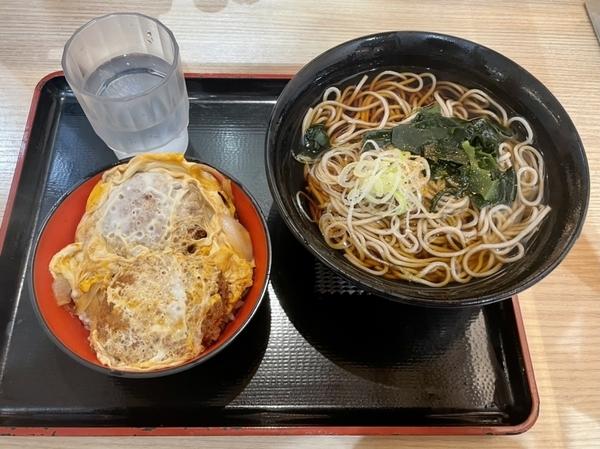 ミニひれかつ丼セット【かけそば】(580円)