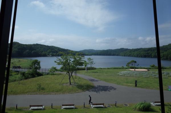 パノラミックロビーから見たポロト湖