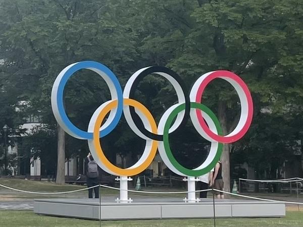 札幌大通公園の五輪モニュメント
