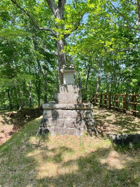 関神社の祠