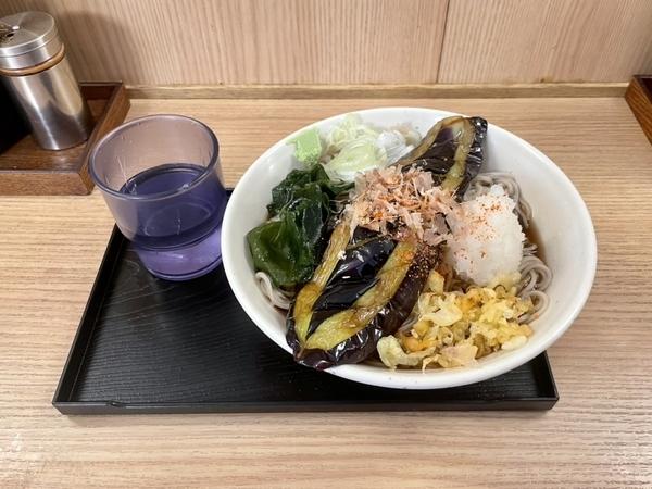 冷しナスそば(650円)+大盛(100円)