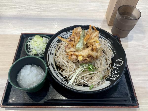 ゲソと夏野菜のかきあげそば(590円)+鬼おろし(100円)