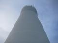 日立灯台を仰ぎ見る