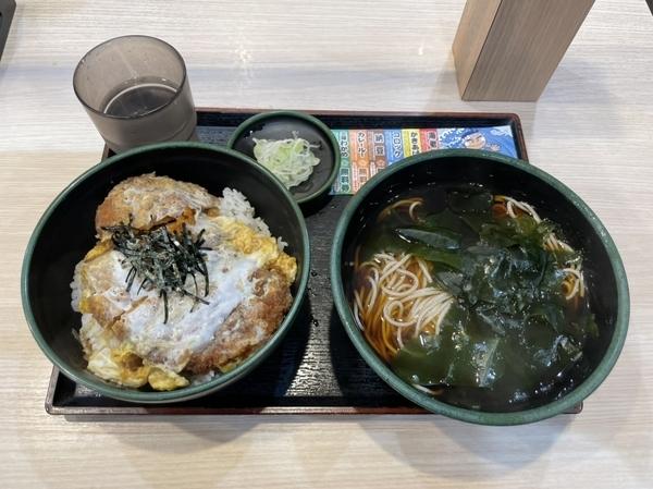 満腹かつ丼セット【温そば】(770円)