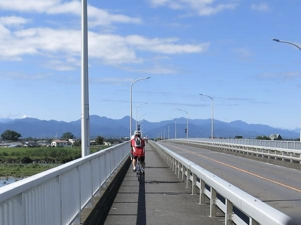 五科橋を渡る