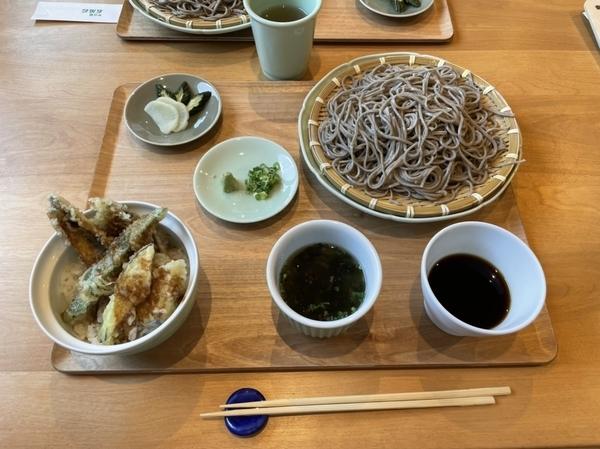 いわし天丼ざるそばセット(1400円)+追加そば(500円)-値引(100円)