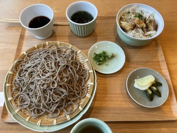 めんたい天丼ざるそばセット(1600円)+追加そば(500円)-値引(100円)