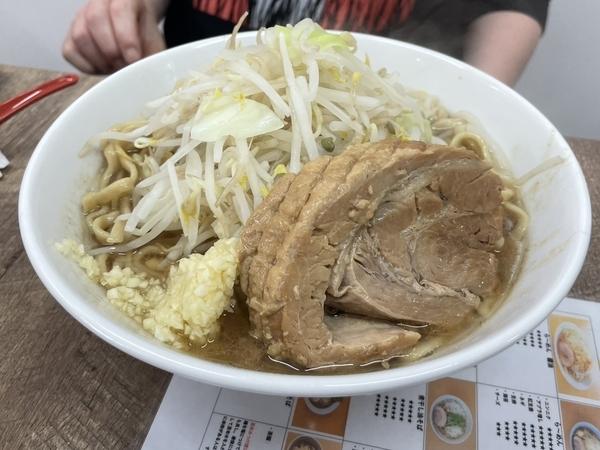 らーめん醤油(850円)+中盛り300g(50円)ニンニク
